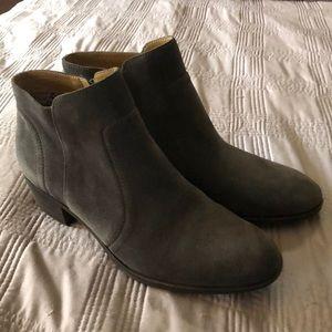 LUCKY dark grey booties